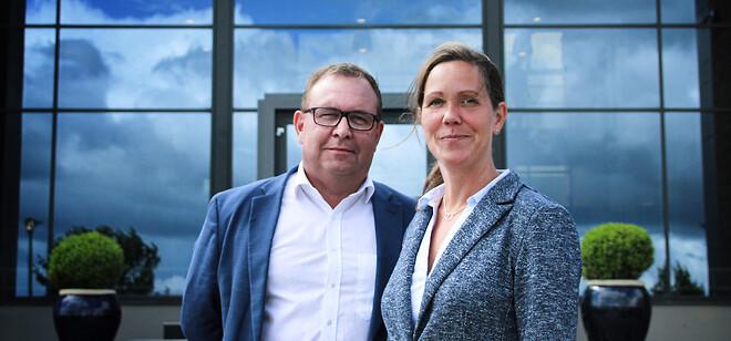 Senior Vice President Carsten Antonisen fra Solar og salgsdirektør Dorthe Larsen fra PCSCHEMATIC er godt tilfredse med det nye samarbejde.