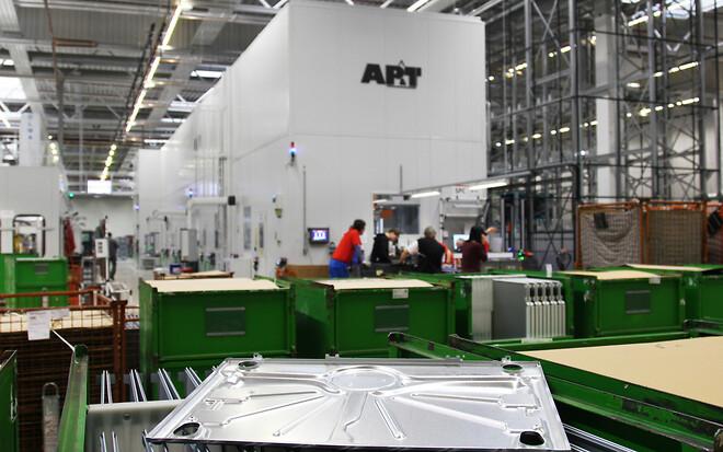 AP&T:s 6-presslinje har gjort det möjligt att utöka produktionen av metallkomponenter till de vitvaror som tillverkas vid Mieles anläggning i Uničov.