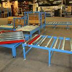 Ved hjælp af drejebordet føres pallen ind til den pneumatiske pallefixeringsunit.