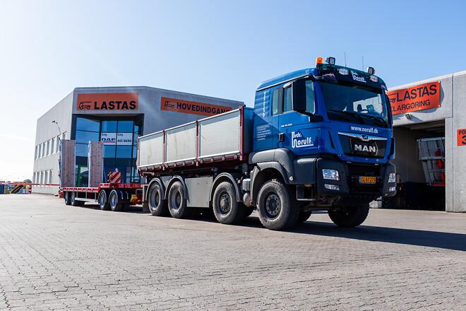 Kel-Berg 4 akslet maskinanhænger fra Lastas