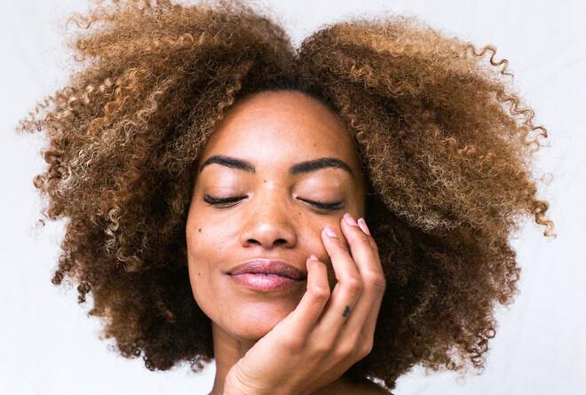 Behandl rosacea i huden naturligt med sunde og nærende olier