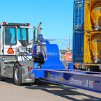 Terberg RT323 4x4 terminaltraktor samt en Seacom LM 90 vagn till Gothenburg Ro/Ro terminals