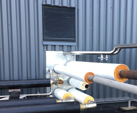 Dampledning med hvid kappe fra Nordic Pipe ApS - Dampledninger i RF rør eller galvaniseret rør med PUR isolering og hvid kappe fra Nordic Pipe ApS