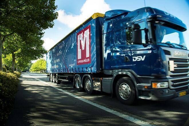 Lemvigh-Müller tilbyder sammen med DSV grøn distribution af  leverancer af tekniske artikler, værktøj, værnemidler mv.  Grossisten hælder HVO-100 biodiesel på DSVs lastbiler og sparer klimaet for 90 pct. C02.