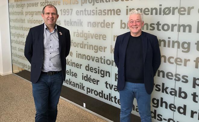 Global VP EAA hos DIS, Hans Christian Olesen (tv) og adm. direktør hos Bowitek, Steen Meldgaard (th) glæder sig over det nye samarbejde om Safexpert™ og strømlinet CE-mærkning.