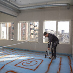 Arbejdsmiljøet prioriteres højt med komfortable værktøjer til bla fastgørelse af gulvvarmerør