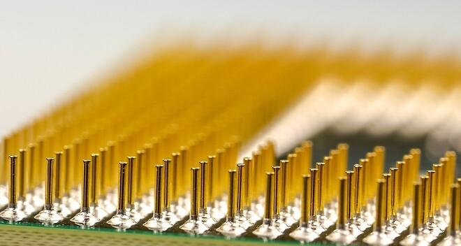 Elektriskt ledande lim finns i många former och används inom flertalet industrier och applikationer så som elektronik, solceller, medicinska tillämpningar, rymd-, flyg- och fordonsindustri.