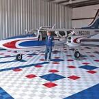 Flygplan hangarer helikopter