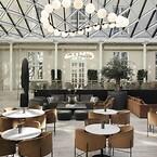 Den charmerende bygning lige ved Københavns Hovedbanegård rummer 390 værelser, wellnessområde, cocktail- og vinbar samt tagterrasse med både swimmingpool og køkkenhave, alt designet med kvalitet og bæredygtighed i blandt andet forbrug og materialer for øje.