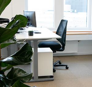 hjemmearbejdsplads kontormøbler hæve sænkebord kontorstol hjemmekontor hjemmearbejde