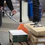 Vakuumlyftare för ergonomisk materialhantering - Movomech Easyhand M - stapla kartonger - lyfta lådor