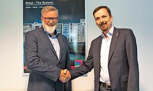 Kim Schrøder, Wexøe og Henrik Hansen, Rittal giver hånd på distributionsaftalen for Danmark og Sverige