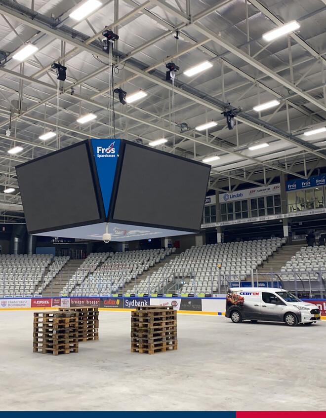 Serviceeftersyn af scenehejs i Frøs Arena