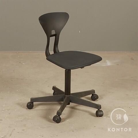 Labofa ray børne kontorstol med polster på sæde.