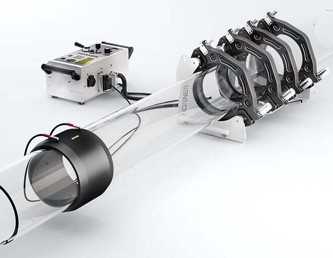Den revolusjonerende egenutviklede WeldControl™ EF-styringsenheten fra Hürner kan styre både speilsveisemaskiner og sveising med elektromuffer.