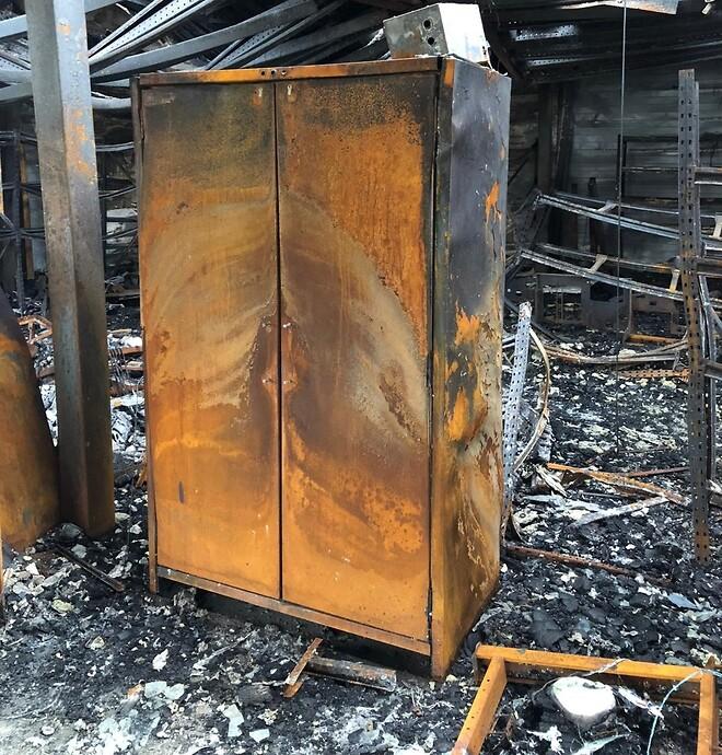Brandsikkert skab udenpå efter brand