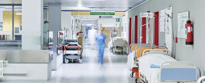 En kontrollerad luftfuktighet på 40-60 procent säkerställer driften av sjukhusets känsliga utrustning, ökar hygien och sänker infektionsrisken.