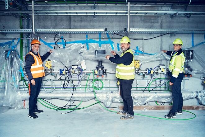 Fra venstre mod højre er det produktchef Johnny Heidler fra Armatec, Peter Kleis, HOFORs projektleder for værket ved Thorsbro og Troels Lund, HOFORs projektleder for værket ved Søndersø Illustration: Jeppe Carlsen