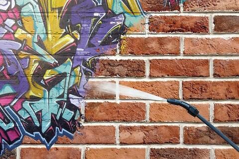 Graffitifjerner fra Norkem AS - anti-graffiti,\nfjerne graffiti,\ngraffiti remover\ngraffitifjerner