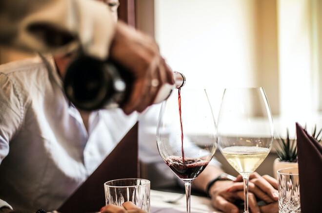 Stadig flere nordmenn får opp øynene for vin som hobby og interesse, noe som ikke minst skyldes det norske Vinmonopolets glimrende utvalg.