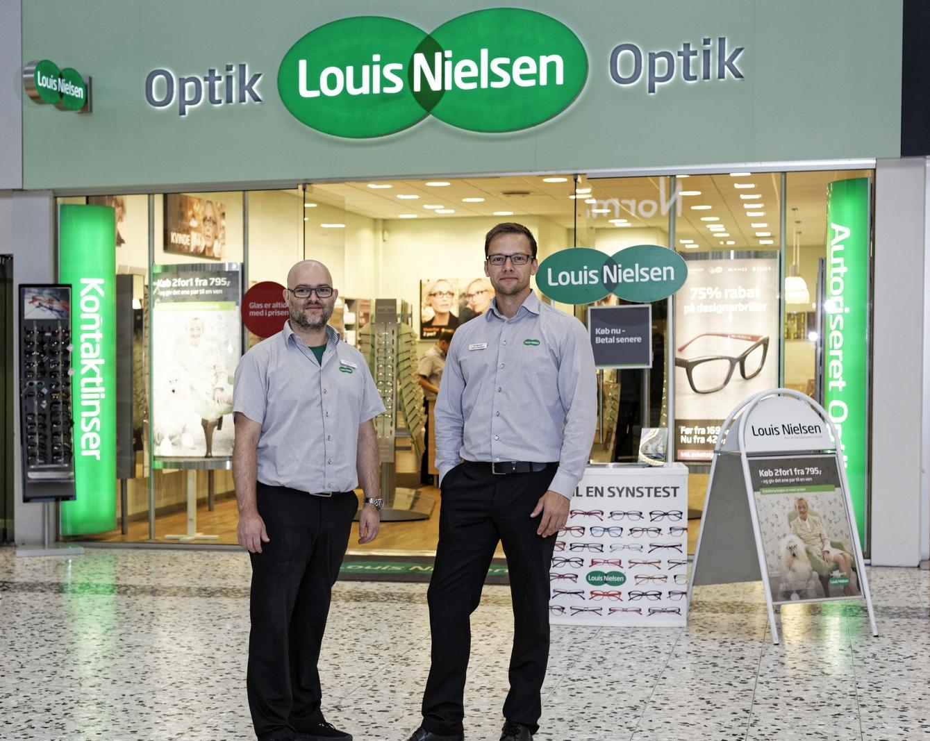 f2d39ae0d40e Troels Forman (tv) og Dennis Nedergaard (th) skal fremover stå i spidsen  for Louis Nielsen butikken i Waves i Hundige. Foto Louis Nielsen.