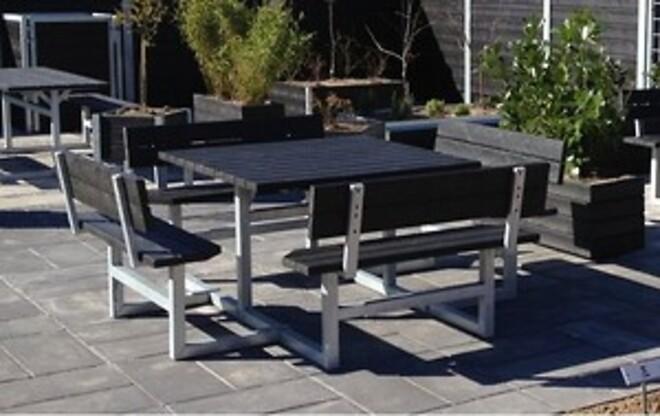 Vedligeholdelsesfrie bord-/bænke af genbrugsplast og varme galvaniseret stål