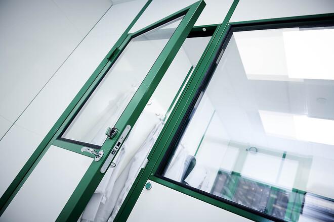 Renrum ISO 8 med interlock på 6 døre og forberedt for nye maskiner