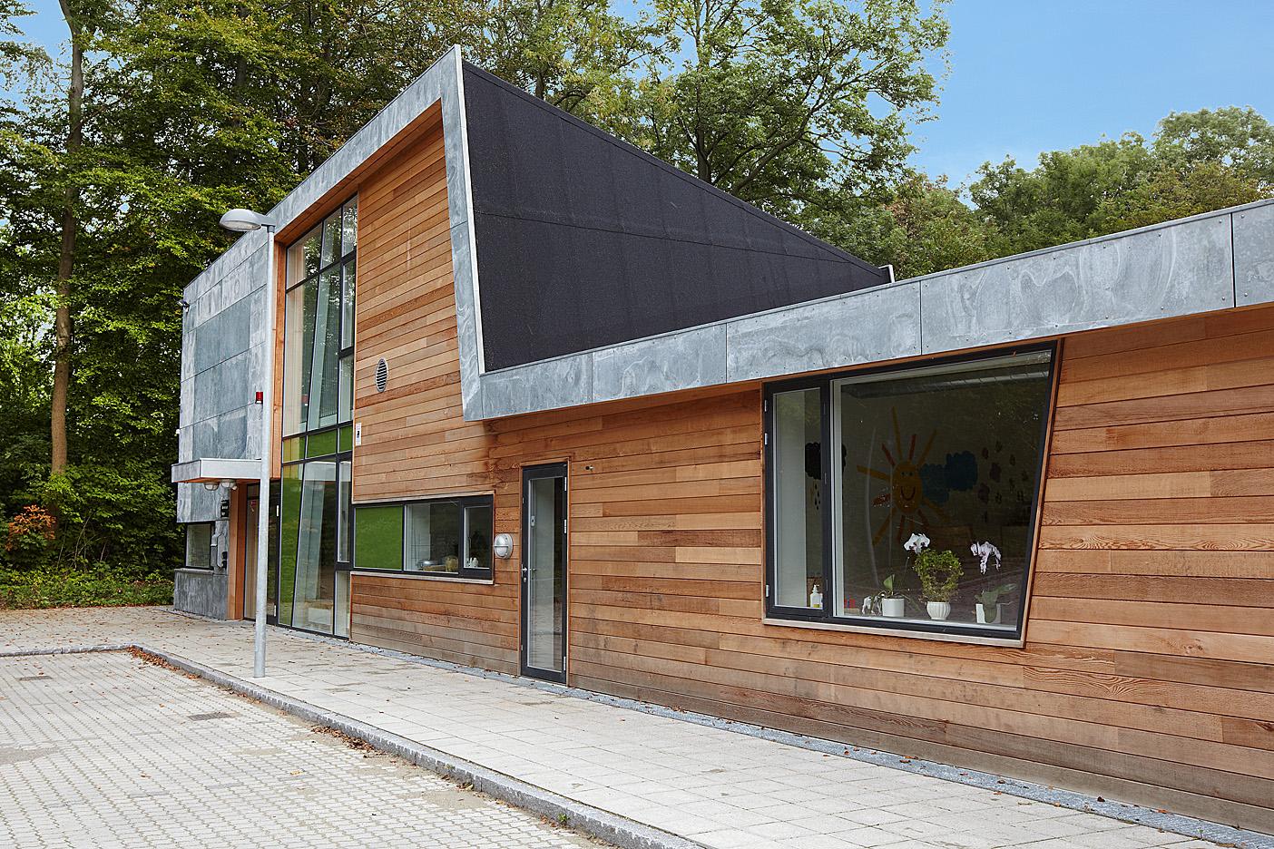 Cedertræ facadebeklædning – Bordben jern