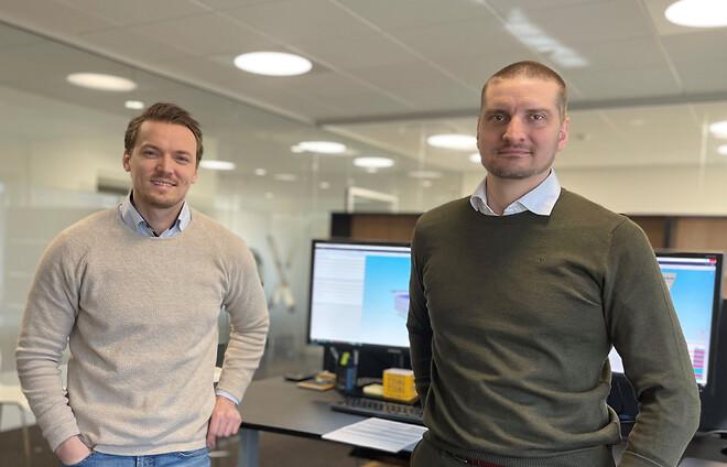 Rasmus Jensen (th.) har fået selskab af BIM-manager Almir Hodzic. Sammen skal de udvikle Xellas digitale fodfæste i Skandinavien.
