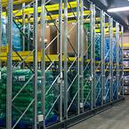 Gulvplads og lofthøjde udnyttes optimalt på lageret, der kører FIFO