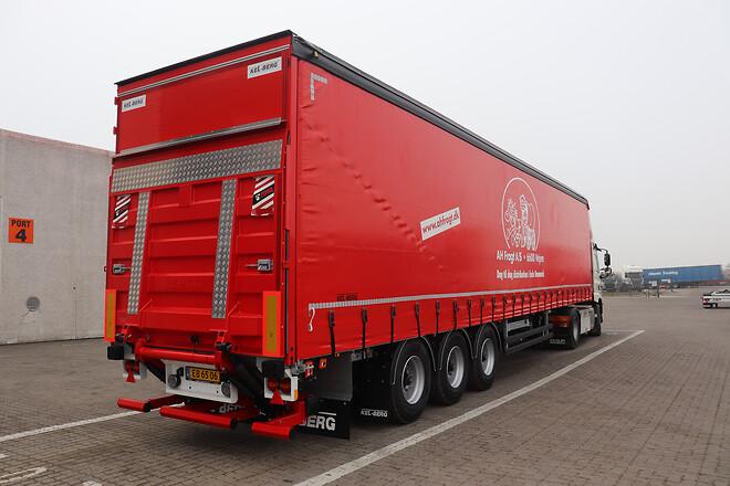 Kel-Berg 3 akslet gardintrailere leveret af Lastas