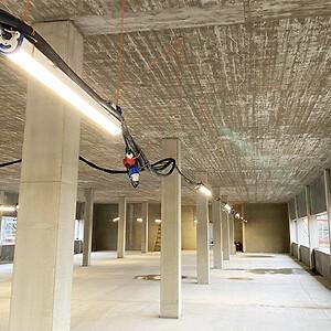 LED-lLysarmaturer ophængt i byggeriet.