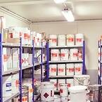 Lakdoserings- og lagerrum