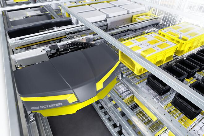 SSI Schäfers nyeste shuttlesystem SSI Flexi Shuttle kan håndtere lastbærere og kasser i mange former og størrelser med en vægt på op til 50 kg, også i dybfrostområder.