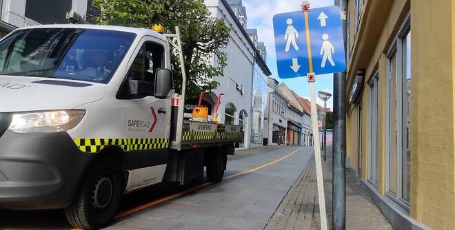 Efter at regeringen delvis åbnede landet op, og mens Aalborgenserne stadig sov var Saferoad oppe for at gøre klar til at hjælpe nordjyderne sikkert igennem lørdagens handledag.