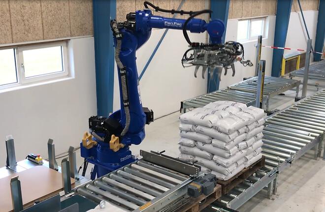 Robot bag palletizing