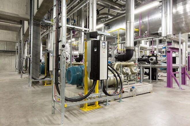 Ved at optimere på en lang række applikationer såsom pumper, ventilatorer og transportbånd til produktion, kompressorer til køl og varme i bygninger, kan det globale elforbrug reduceres med 10%.