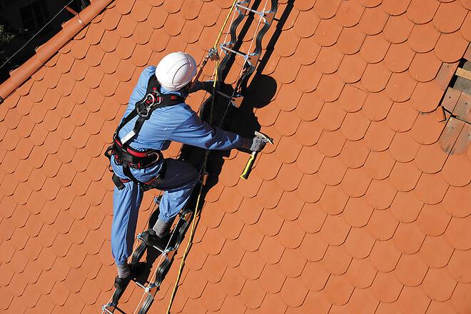 Faldsikring ved arbejde på tag konstruktion