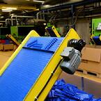 Produktion af plastmodulære bånd og kæder