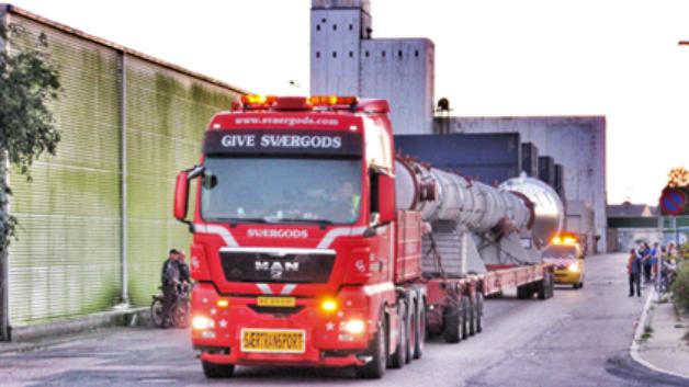 Tidligere er to destillationskolonner transporteret til DONG Energy's råolieterminal, og dermed var transporterne den tredje og sidste levering af denne slags.