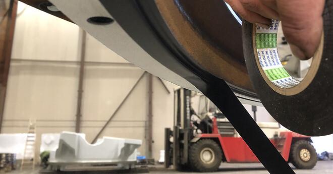 Vores kunde DanGard viser, hvor let det er at anvende Nitto 51 - stærk tape