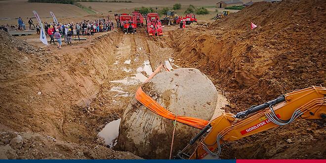 stor sten flyttes med 60 tons båndstrop fra certex