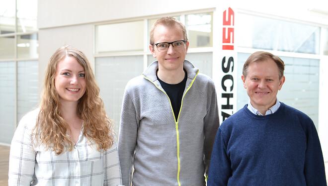 SSI SCHÄFER byder velkommen til Lisa, Rasmus og Troels (th.).