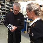 Koblinger og fittings til slanger vises frem til Ulla Tørnæs