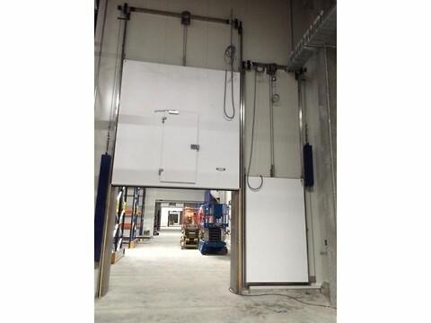 DAN-doors - Vertikal skydedøre - Vertikale skydedøre til frost, køl og brand, produceres som automatisk og manuel.