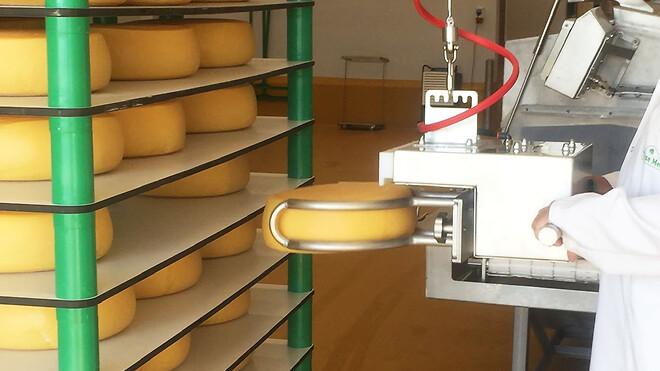Osteløfter fra GMV. Baltrol med specialdesignet gribeværktøj.