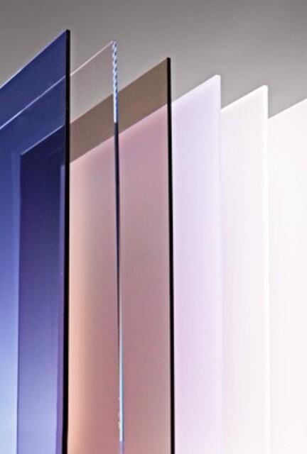 Polycarbonat plader i klar og røgfarvet sælges