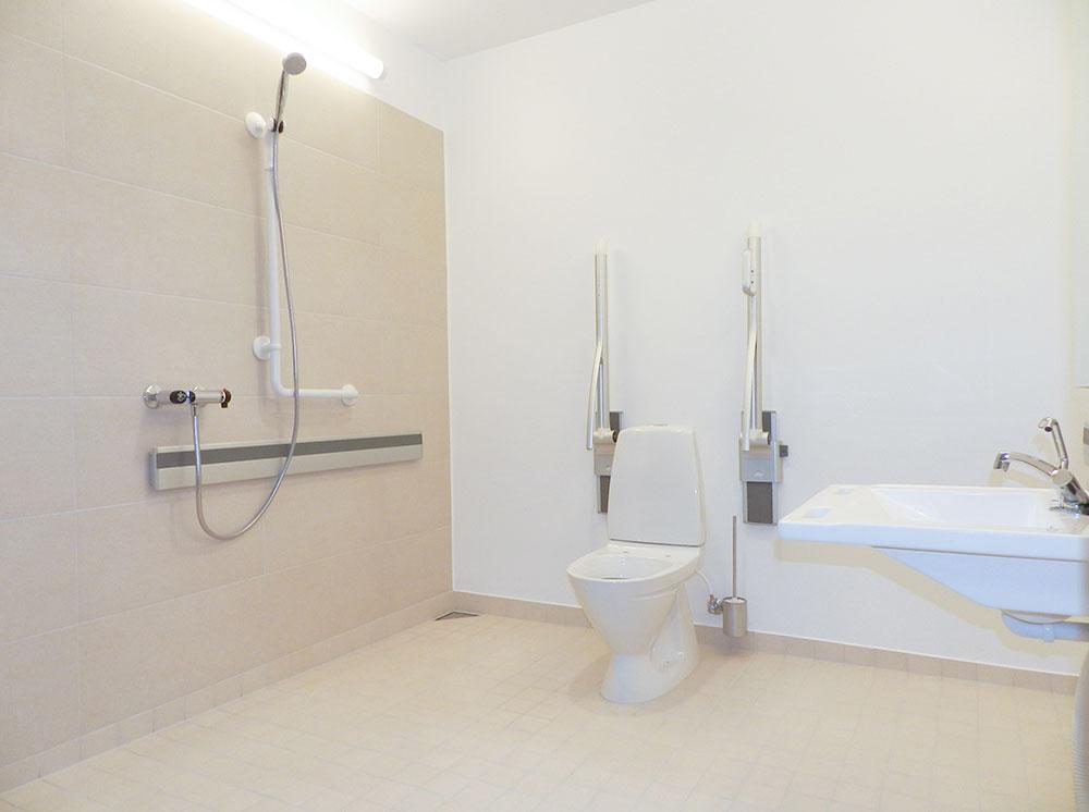 Fleksibel indretning af badeværelser gør ældre selvhjulpne - Mester ...