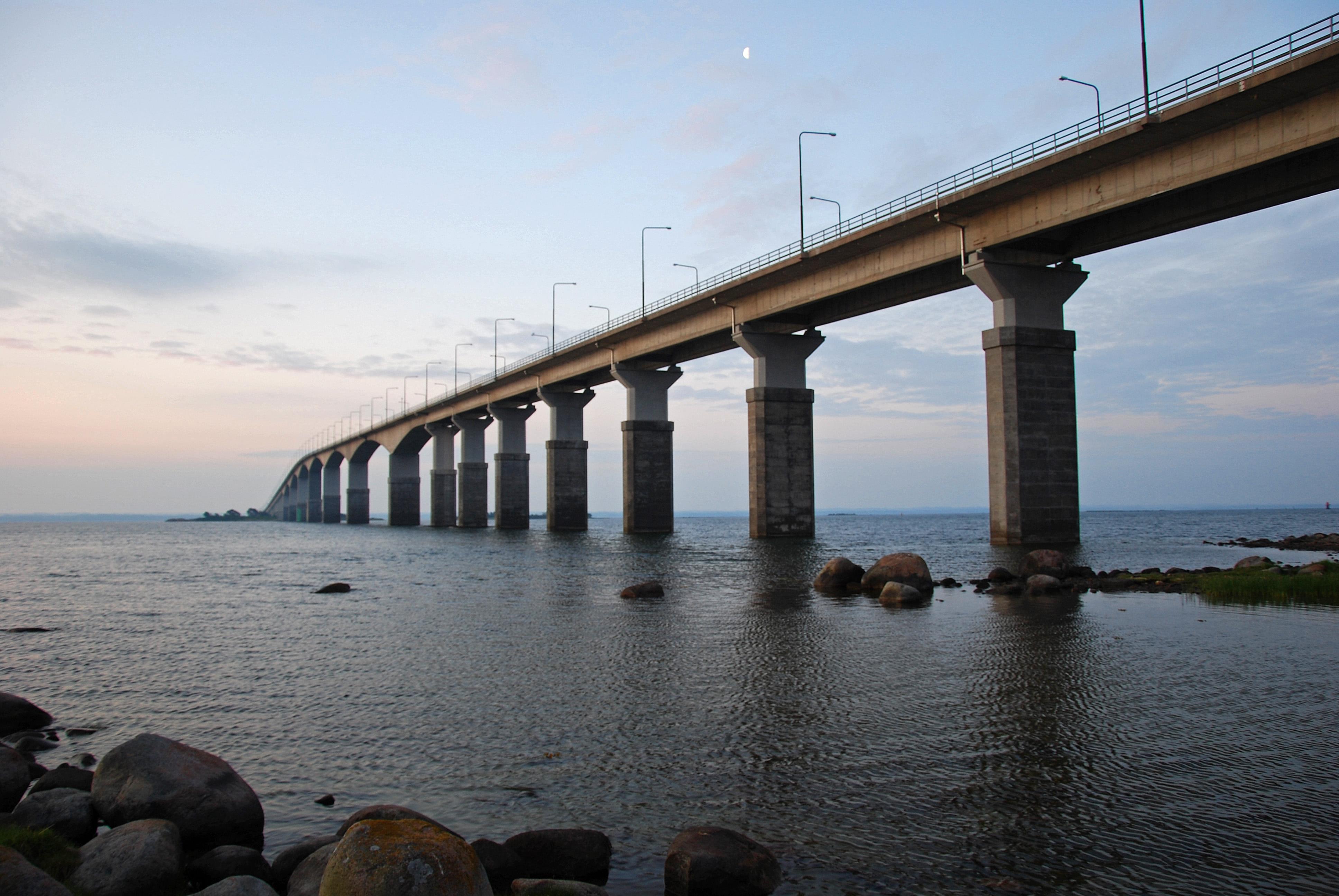 Olandsbron lyft och vagd