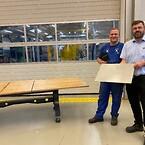 24-årige Philip Nordkvist fik et 12-tal til sin svendeprøve og modtog derfor også en check på en ekstra månedsløn, som blev overrakt af administrerende direktør Mads S. Rasmussen.